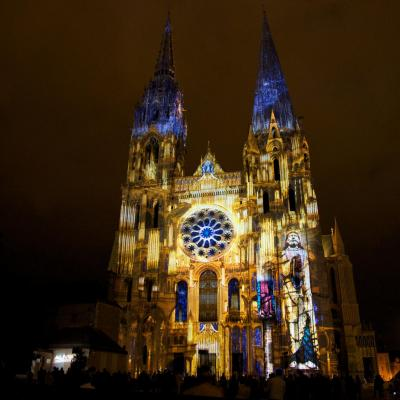 Chartres en lumieres portail royal final orgue dorelight copyright spectaculaires les allumeurs d images photo m anglada