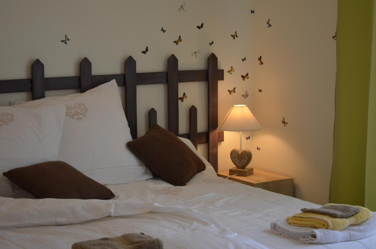 Chocolatine guest bedroom - Comment faire une tete de lit originale ...