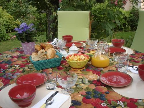 Petit dejeuner jardin chambre chartres
