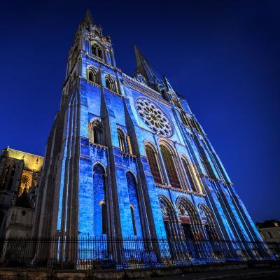Portail royal de la cathedrale credits scenographie spectaculaires les allumeurs d lmages photo jbmaradeix